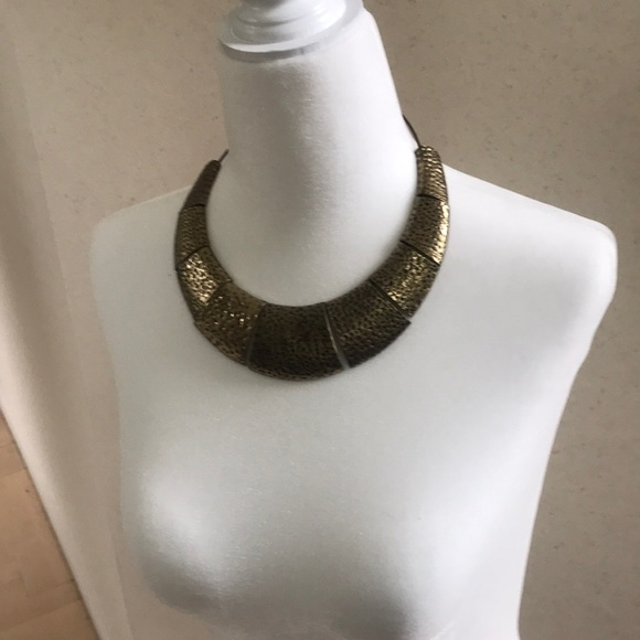 Jewelry - Statement  gold toned necklace 15 inches long